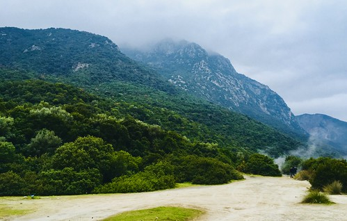 Mountains hemming in the battlefield at Thermopylae, Greece