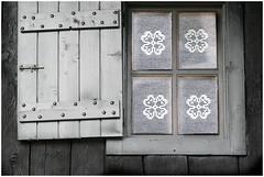 ... (Augusta Onida) Tags: finestra window leicam valledaosta rhemesnotredame legno wood pizzo