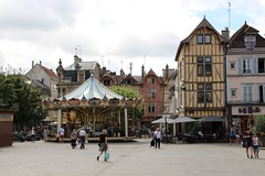 Place Maréchal Foch, Troyes (demeeschter) Tags: france champagne aube troyes city town building architecture church cathedral religion culture art street medieval museum archaeology heritage historical