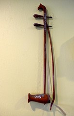 Vietnamese musical instruments: Dan Nhi, two-string fiddle (ali eminov) Tags: siouxcity iowa restaurants dakaw musicalinstruments vietnamesemusicalinstruments fiddles twostringfiddle