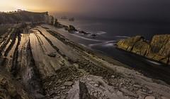 Lineas en La Arnia (Javier Escribano) Tags: arnia seascape paisaje landscape nocturna noche longexposure largaexposicion tokina canon