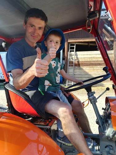 Traktorfahrt mit Oldtimer und Lauri