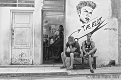 Cuba - La Havane (jmroyphoto) Tags: coiffeur cuba homme jmroyphoto lahavane nb noiretblanc portrait rue street