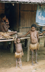 Muyu-Mandobo-002c (Stichting Papua Erfgoed) Tags: stichtingpapuaerfgoed pace pietvanmensvoort msc papua nieuwguinea nederlandsnieuwguinea irianjaya papuaheritagefoundation voormalignederlandsnieuwguinea