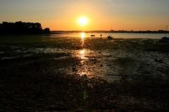 Sunset, rade de Lorient (Bretagne, Morbihan, France) (bobroy20) Tags: portlouis bretagne morbihan radedelorient lorient locmiquélic mer océan atlantique sunset soleil maréebasse blavet france europe