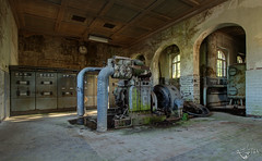 Little things. (Left in the Lurch) Tags: urbex abandoned industry