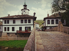 Трявна (vereiasz) Tags: buildings architecture bulgaria tryavna gabrovo travel traditional ethnic bridge stone tower vereiasz phone samsunggalaxys9 balkans 18thcentury europe geotaged