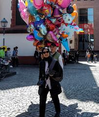 Me sentir légère (feeling light) (A. Yousuf Kurniawan) Tags: 1000 balloon woman colourstreetphotography streetphotography background seller decisivemoment muslim streetvendor hijab