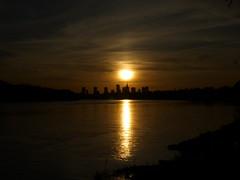 Słońce na szpicy (Foto & Urban Art) Tags: zachód słońce dokładnie nad pkin centrum warszawa