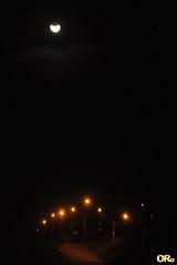 Eclipse on the road (Otacílio Rodrigues) Tags: lunareclipse eclipse noite céu estrada postes lampposts luzes lights lua moon itatiba brasil oro