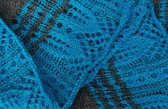 _DSC1496 (KateSi) Tags: strikking strikke knitting knitted tricot tricotage tricoter tejido tejer yarn garn hilo fil lace cloudborn blonder puntilla dentelle merino shawl scarf sjal châle mantón skjerf bufanda écharpe blue azul bleu blå grey gris grå fiberart