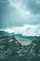 Lagos de Covadonga III (Álvaro Hurtado) Tags: nikon d7200 sigma naturaleza nature paisaje landscape asturias españa spain oviedo monte mount montaña mountain lagos lakes covadonga picos europa niebla fog mist árboles trees luz light verde nubes clouds
