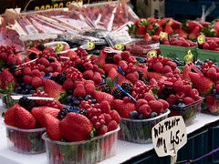 Mix Fruit 100g (ifaw_yc) Tags: prague czech market fruit berry strawberry blueberry raspberry blackberry berries europe stand food