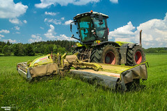 Mowing Grass by CLAAS (martin_king.photo) Tags: springwork springwork2018 silage silage2018 big strong silo outdoor claasworldwide huge machine sky martin king photo agriculture machinery machines tschechische republik powerfull power dynastyphotography lukaskralphotocz agricultural great day czechrepublic fans work place tschechischerepublik martinkingphoto welovefarming working modern landwirtschaft colorful colors blue photogoraphy photographer canon tractor love farming daily onwheels farm skyline allclaaseverything claasfans worker claasxerion xerionxerion 3800 mower green