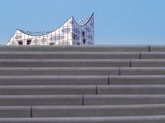 Grau Blau (Torsten schlüter) Tags: deutschland hamburg hafencity beton treppe treppenaufgang stahl glas elbphilharmonie olympus 75mm 2018