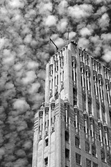Summer Clouds (JB by the Sea) Tags: sanfrancisco california july2018 financialdistrict sanfranciscomuseumofmodernart sfmoma pacificbellbuilding pacbellbuilding 140newmontgomery neogothic artdeco sky cloud clouds blackandwhite bw