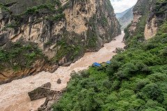 Tiger Leaping Gorge hike, Yunnan, China (goneforawander) Tags: lijiang backpacking nikon d7100 travel trekking goneforawander tigerleapinggorge hiking yunnan asia china enzedonline