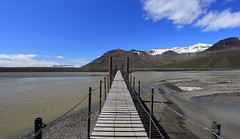 Iceland Keeping Things Straight (Eye of Brice Retailleau) Tags: angle beauty composition landscape nature outdoor panorama paysage perspective scenery scenic view extérieur mountain mountains vanishing point ciel blue sky river stream path bridge pont puente europe iceland islande
