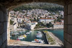 Modern Dubrovnik through the castles window (HansPermana) Tags: dubrovnik kroatien croatia hrvatska oldtown oldbuilding historic architecture tourists eu europe europa april 2018 spring sunny