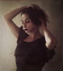 A thousand dreams within me softly burn (soleá) Tags: carmengonzález soleá mujer lafemme dramaqueen selfportrait retrato portraiture portrait blurryportrait face woman fauxfilm vintage painterly