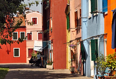 Burano (Jolivillage) Tags: jolivillage village burano borgo isola pueblo île veneto vénétie venezia italie italia italy europe europa couleurs colorata colored colours picturesque geotagged