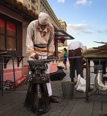 Blacksmith (Tigra K) Tags: moskva moscow russia ru 2016 city dress iphone metal person sculpture statue working