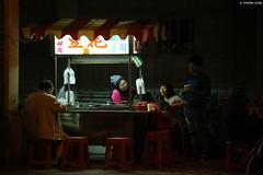 宜蘭・豆花攤 ∣ Douhua vendor・Yilan city (Iyhon Chiu) Tags: 宜蘭 宜蘭市 攤販 豆花 夜景 台灣 taiwan train jimmy park yilan city night douhua vendor