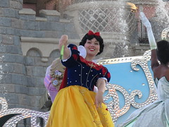 Disneyland Paris June 2018 (Elysia in Wonderland) Tags: disneyland disney paris holiday birthday june 2018 elysia lucy pete meryn starlit princess princesses waltz rapunzel belle tiana snow white fans