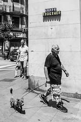 toquether (Toniflap) Tags: apenascolor raval barcelona happy toquether street bn bw blancoynegro