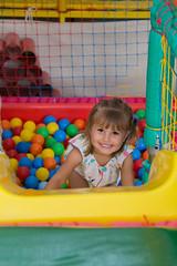 Anna Luisa | 3 Anos (Nathália GB) Tags: curitiba brazil brasil paraná fotografiainfantil piscinadebolinhas menina girl criança child escorregador