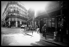 Rue de Belleville (madras91) Tags: nb noiretblanc blackandwhite bw monochrome film apx100 agfa street streetphotography summarit 35mm summarit35mmf25 leica m6 leicam6 backlight