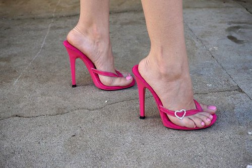 da2cc017299 Tell me how does these pretty feet and gorgeous pink high heel thong sandals  make you
