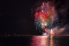 Abschlussfeuerwerk der 129. Travemünder Woche (LB-fotos) Tags: travemünderwoche strand schiffe feuerwerk firework pyro travemünde night dark dunkel ostsee ocean meer balticsea boat
