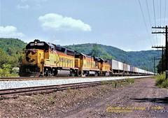 .(SEE & HEAR)--Ches 6156-5565-6105, wb, Layton, PA. 8-26-1988 (jackdk) Tags: train railroad railway locomotive emd emdgp402 emdgp40 gp40 gp402 chessie chessiesystem bo baltimoreandohio csx csxt csxpittsburghsub csxkeystonesub pittsburghsub keystonesub keystone trailertrain tofc trailerjet layton laytonpa seeandhear seehear standardcab
