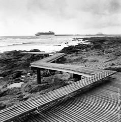 Gros bateau. (renphotographie) Tags: analog film120 renphotographie hasselblad berggerpancro400 porto sea mer noiretblanc monochrome 6x6 square