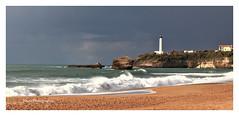Biarritz. la grande plage et le phare. (Tinou61) Tags: biarritz paysbasque nouvelleaquitaine pyrénéesatlantique océan atlantique paysage paysagemaritime phare vague