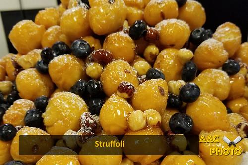 "Struffoli • <a style=""font-size:0.8em;"" href=""http://www.flickr.com/photos/159796538@N03/41704603540/"" target=""_blank"">View on Flickr</a>"