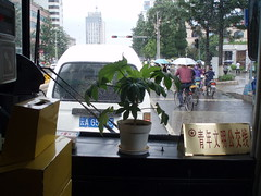 In a Cosy Kunming City Bus on a Rainy Day (Wolfgang Bazer) Tags: cosy cozy city bus kunming rainy season day regentag yunnan china regenzeit
