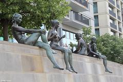 Berlin : baigneurs (philippeguillot21) Tags: statue immeuble bronze baigneur boy girl femme woman berlin allemagne deutschland europe pixelistes mitte canon