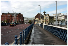 Andy Scott | Beacon of Hope (2006) & Queen's Bridge (Dit is Suzanne) Tags: 24042017 img4720 verenigdkoninkrijk unitedkingdom соединённоекоролевство noordierland northernireland севернаяирландия belfast белфаст ©ditissuzanne canoneos40d tamron18200mmf3563diiivc wandeling walk прогулка andyscott beaconofhope thanksgivingstatue lulawiththehula thebelleontheball thethingwiththering 2006 kunst art искусство скульптура sculpture sculptuur queensbridge views50