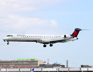 Delta Connection                                     Bombardier CRJ900                                        C-GIAU
