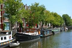 Brouwersgracht (j. kunst) Tags: nederland netherlands holland 荷兰 noordholland amsterdam 阿姆斯特丹 brouwersgracht canal house canalhouse boat houseboat dutch tree summer