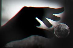 No puedes abandonar algo en lo que realmente crees por razones financieras. Si mueres en la miseria, que así sea. Pero al menos sabrás que lo has intentado. (Conserva tus Colores) Tags: conservatuscolores photographerontumblr photographersoninstagram chile art fotografía dobleexposición montaje photoshop beautiful manos canon canongirl canonchile lovenature blancoynegro blackandwhite canonistas celofan tumblr moon lunallena doubleexposure vida creencias sueños valores