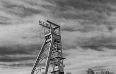 Schacht VII (wpt1967) Tags: canon6d castroprauxel drama eos6d erinpark förderturm ruhrgebiet ruhrpott sommer blauerhimmel bw canon100mm coalmining headgear mining summer sw wpt1967
