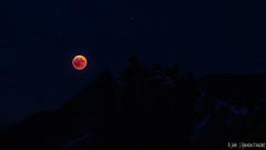 Eclipse dans les Alpes (Quentin Douchet) Tags: alpes alpesfrançaises alps auvergnerhônealpes france frenchalps nature savoie savoy eclipselunaire2018 landscape lunareclipse2018 lune montagne moon mountain night nuit paysage éclipselunaire27juillet2018