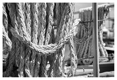 Rope (leo.roos) Tags: rope touw boat ship boot schip noiretblanc scheveningenharbour scheveningen denhaag thehague a7rii sonyfe24105mmf4goss sony241054 darosa leoroos