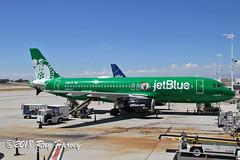 Lucky Blue (320-ROC) Tags: jetblueairways jetblue n595jb luckyblue bostonceltics nba logojet airbusa320 airbusa320200 airbusa320232 airbus a320 a320200 a320232 klgb lgb longbeachdaughertyfield longbeachairport longbeach