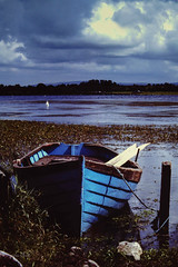 Variation sur une barque - Lough Corrib- Irlande 1990 (Vince MESLET) Tags: 1990 irlande kodachrome64 scandiapo
