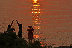 Watching the Sun Set (craigsanders429) Tags: lakeerie sunset lakeeriesunset ohio vermilionohio water people greatlakes sunsetphotography sunsetcolors