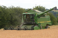 John Deere 2264 Combine Harvester cutting Winter Barley (Shane Casey CK25) Tags: john deere 2264 combine harvester cutting winter barley jd green clondulane grain harvest grain2018 grain18 harvest2018 harvest18 corn2018 corn crop tillage crops cereal cereals golden straw dust chaff county cork ireland irish farm farmer farming agri agriculture contractor field ground soil earth work working horse power horsepower hp pull pulling cut knife blade blades machine machinery collect collecting mähdrescher cosechadora moissonneusebatteuse kombajny zbożowe kombajn maaidorser mietitrebbia nikon d7200
